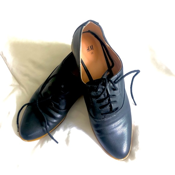 Pointed toe oxfords from H&M